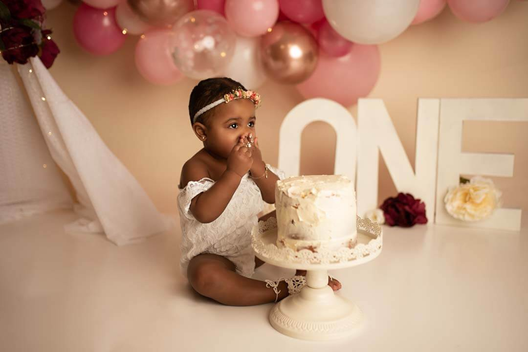 baby girl eating cake. pregnant woman black and white silhouette. iris lane photography cake smash photo akron canton ohio